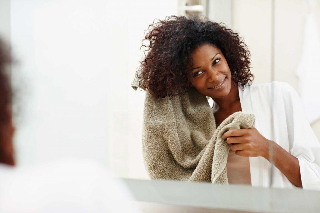 Cómo lavar el pelo rizado | Consejos y productos - LCDP Blog